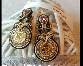 Soutache earrings with gold plated authenischen Coco Chanel buttons.  This kind is extremely rare.  Vintage from the 90s.