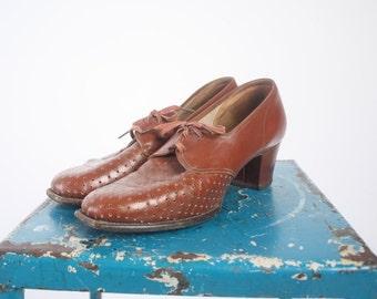 1940s Shoes ---  vintage 40s lace up --- Sienna Florsheim Shoes