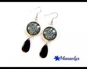 Black and white, patterns cabochons in glass, charms drops earrings enameled black 2440