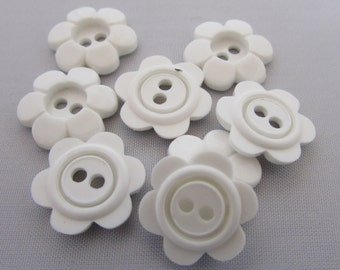 Daisy Flower Buttons 15mm White