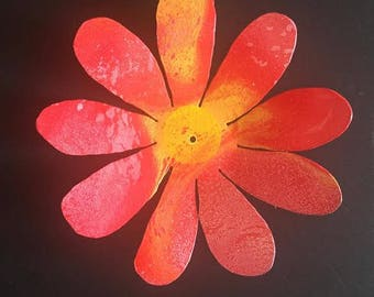 Hand Painted metal Painted Daisy