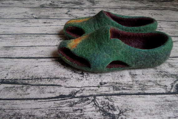 Felted Flat sandals Opened toe sandals Barefoot sandals Green wool shoes Womens Earthing sandals Unique felt Slippers