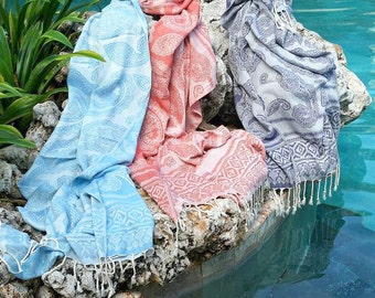Beach Bamboo Cotton Holiday Towel, Lightweight & Super-absorbent Travel Towel, Pink / Blue Paisley