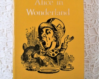 Vintage Alice in Wonderland and Through The Looking Glass. Caxton Junior Classics. Lewis Carroll. Illustrations By J Tenniel & C Mozley.