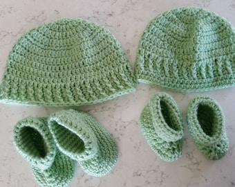 Baby Green Hat and booties set, Green Newborn Hat, Baby Gift, Crocheted Infant hat and booties, Newborn Booties