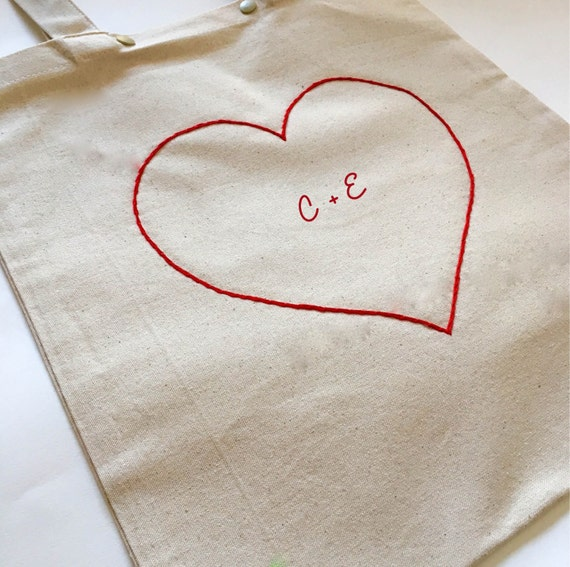Valentine's day gift / / tote-bag customizable initial heart / / hand-embroidered cotton bag / / heart / / gift idea / / initials embroidered