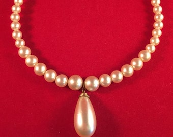Beautiful Faux Pearl (Graduated) Choker Necklace with Large Faux Pearl Teardrop Pendant - Strung on Memory Wire 081