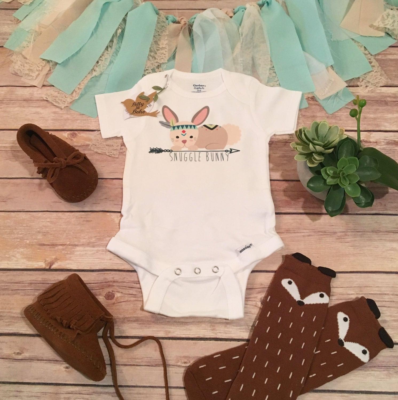 Snuggle Bunny Baby esie Boho Baby Clothes Tribal Baby