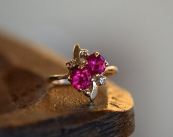 10 Karat Yellow Gold Fuscia and Clear Gemstone Vintage Ring, US Size 4.0, Used