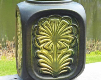 Mid-Century California Pottery Poppytrail Raised Floral Design Vase / Planter