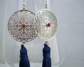 "Silver fretwork plate and garnet with tassel earrings ""Arabesco n.1"""
