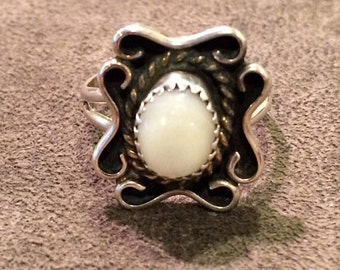 Vintage Mother of Pearl Sterling Silver Size 7 1/4