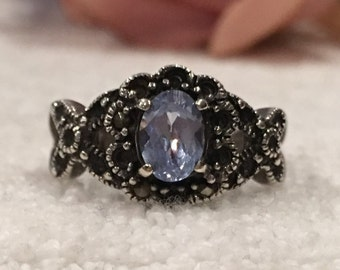 Beautiful Vintage Sterling Silver & BLUE Crystal FLOWER Ring-Mounted with Sparkling MARCASITES-Uk Size O 1/2-Us 7.25 - 4.43 grams