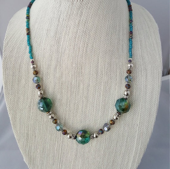 Ladies turquoise and silver beaded necklace