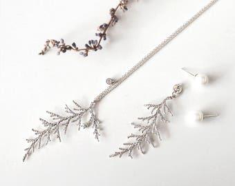 Pine Leaf Long Necklace