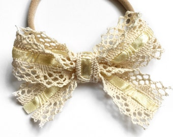 Lace bow, ivory