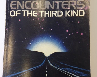 Close Encounters of The Third Kind Paperback Book - 1978