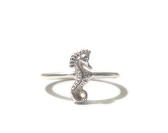 Dainty Seahorse Ring - Size 6.5