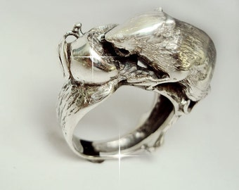 """ring in silver - """"Rat and the Apple"""""""