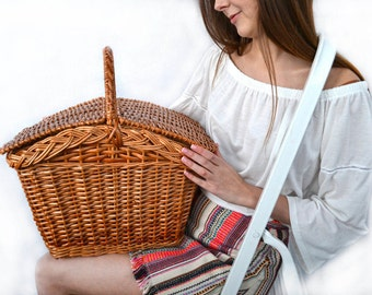 Picnic basket; Wicker basket; Willow wicker basket; Closed basket; Easter basket; Large insulated lunch; Handmade woven basket; Lunch box;