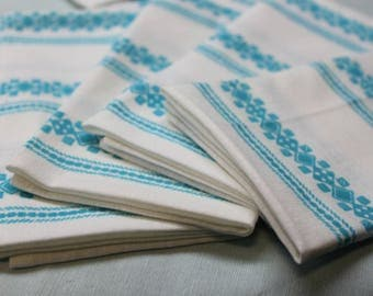 Cloth Dinner Napkins - Set of 4 - White and blue design - Use every day