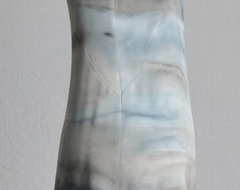 Dress in crepe silk in the colors of the storm
