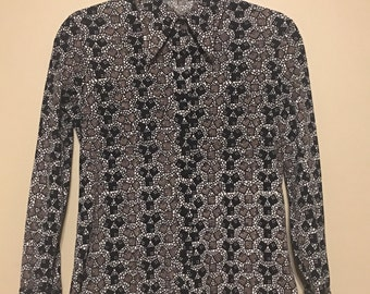 1970s Vintage Polyester Pointed Collar Blouse - Geometric Dice Print - Small Medium