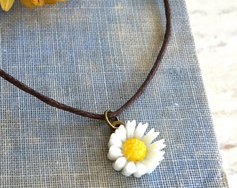 Daisy choker,flower choker,short necklace,festival necklace, daisy necklace. Tiedupmemories