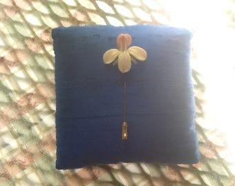 PORCELAIN IRIS STICK pin