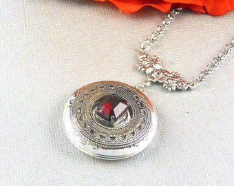 Garnet ,Locket,Antique Locket,Silver Locket,Garnet Stone,Vintage Rhinestone, Romantic,Red Stone,Garnet Birthstone.