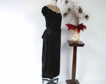 Vintage 1930s Dress - Gorgeous Early 30s Stunning Plush Black Velvet Cocktail Dress with Incredible Shirred Bustle and Lace Neckline