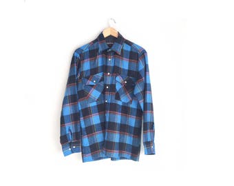 Size M // BLUE PLAID FLANNEL // Long Sleeve - Button-Up Shirt - Acrylic - Grunge - Vintage '80s.