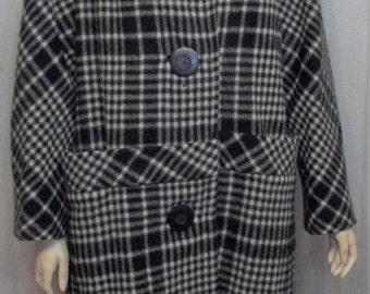 Vintage 1960's Women's Black White Plaid Wool Fox Fur Collar Swing Coat Large