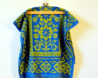 Vintage Bath Towel Lime Green and Bright Blue / Vintage Bath Towel / Retro Floral Linens
