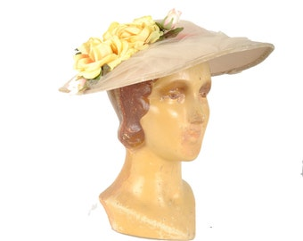 vintage 1940s buff platter hat / 40s 50s yellow rose wide brim straw saucer hat / velvet trimmed derby hat with veil
