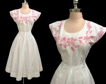 Vintage 1940s 1950s White Cotton Pink Embroidered Full Skirt Garden Party Dress S/M