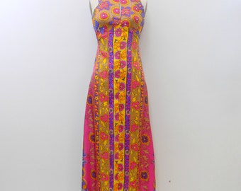 1970s Maxi Dress ... Vintage Funky Hawaiian Print Dress ... Empire Waist .... Keyhole Neck .... Size XS to S