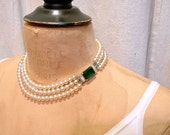 Vintage Triple Strand Pearl Bridal Necklace, Art Deco Emerald Rhinestone Clasp Ivory Glass Pearl Choker, 1940s Old Hollywood Glamour Jewelry