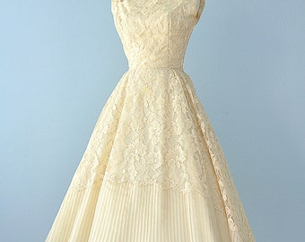 1950s Tea Length Lace Dress...Beautiful Vintage Pale Golden Yellow Prom Dress Wedding Dress