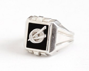 Sale - Vintage Sterling Silver Simulated Black Onyx Glass Emblem Ring - Retro 1960s Size 8 Circle Fleur de lis Crest Statement Jewelry
