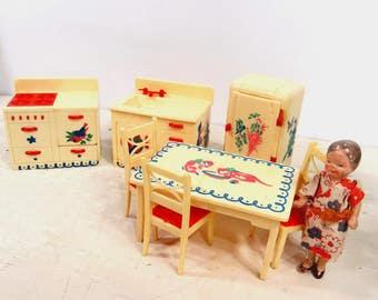 Vintage RENWAL Dollhouse Kitchen Furniture, 7 Piece Set, Rooster, Kittens, Birds, 1950s
