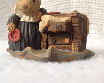 1989 Wildwood gifts Helena Cute Mouse Buttons Dresser Figurine numbered 106/7500