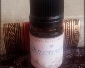 HEY ITTY BITTY Praline floral Perfume Oil / Vegan handcrafted perfume / Sweet perfume