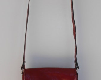 Vintage 1980s burgundy red glossy leather cross body w/ raw leather interior