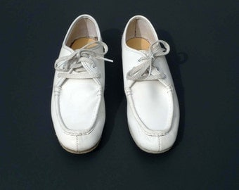 Hush Puppies Bowling Shoes Vintage White Off White Leather Bowling Shoes Size 7.5 1950s 1960s Rockabilly Punk Hipster Womens Steel Shank