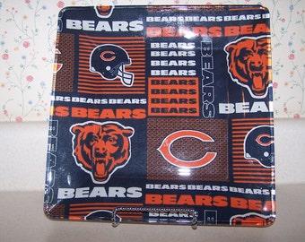 Bears football bar tray. Football gift for bears fan, best man gift, bar decoration, groomsman gift ideas, office desk, wall art and more.