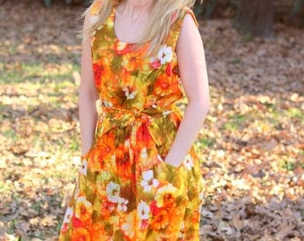 1960s Hawaiian print floral sun dress. Size M/L