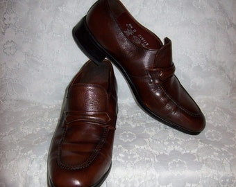 Vintage Men's Brown Leather Slip On Loafers by Nunn Bush Size 8 1/2 Only 11 USD