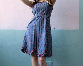 Vtg 70s Ladybug Dress / Scalloped Hem / Pinstripe Novelty Print