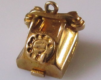 9ct Gold Telephone Charm opens to Love Hearts